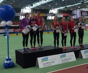 Siegerehrung 200m Luna Bulmahn und Michelle Janiak